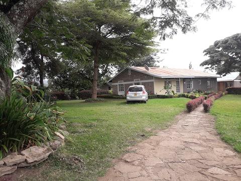 Kyangabi Camping y alojamiento en familia.