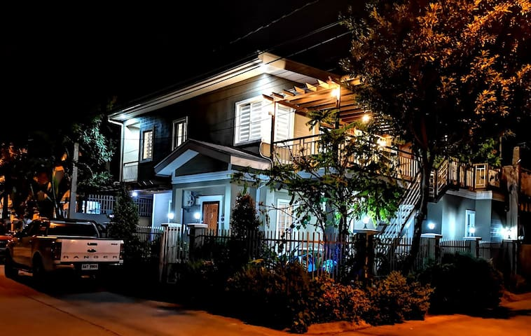 Cozy 2nd story house in Sta. Rosa, Laguna