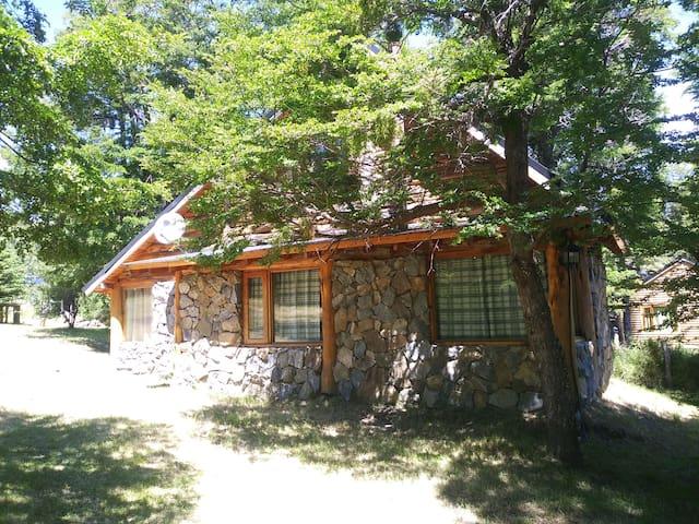 Cabaña Auquinco-RioHermoso-San Martin de los Andes