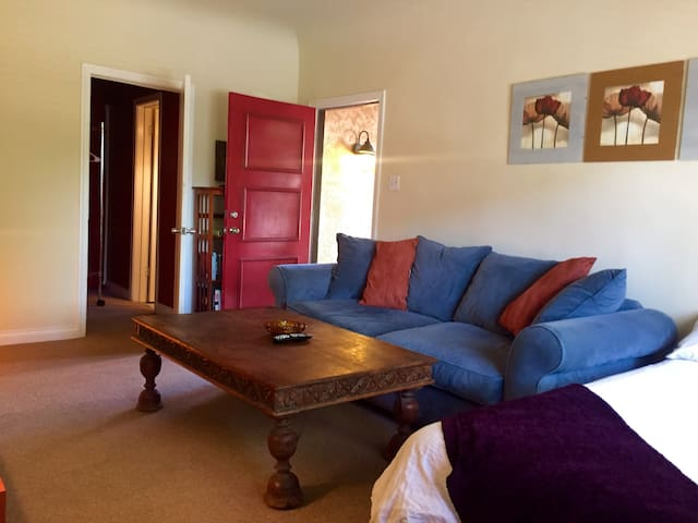 Private and Centrally Located Hollywood Studio