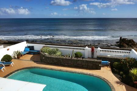 Casa Mila, seafront villa with pool Punta Mujeres