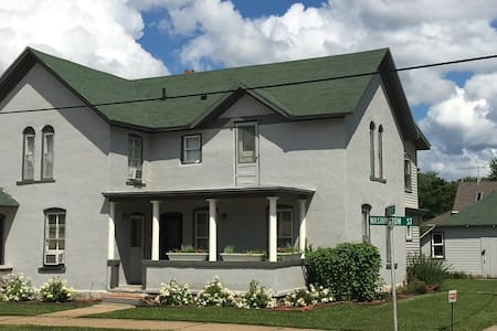 Morning Glory Retreat (1 or 2BR suite) - Decorah