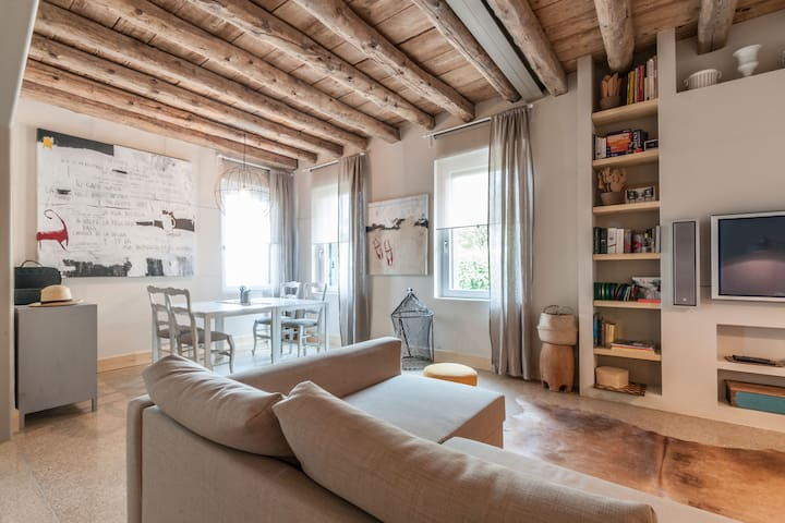 Welcoming Apartment on Venetian Lagoon