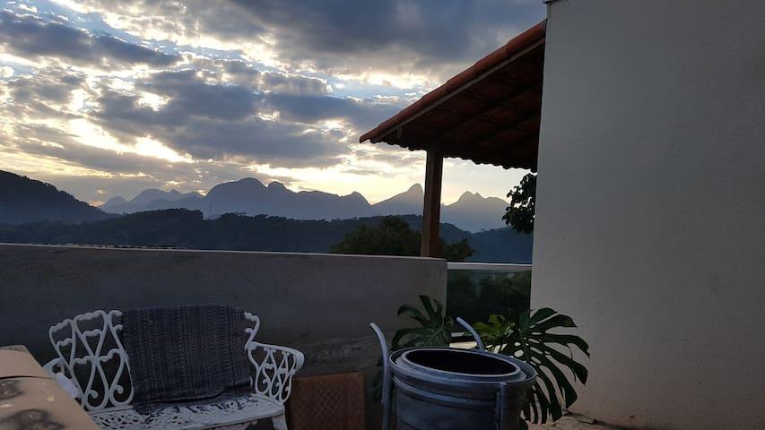 Linda casa com vista para montanhas...com Wi-Fi