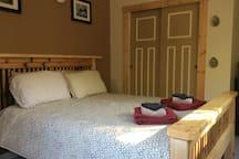 Queen sized bed, Netflix, flat screen TV, wifi