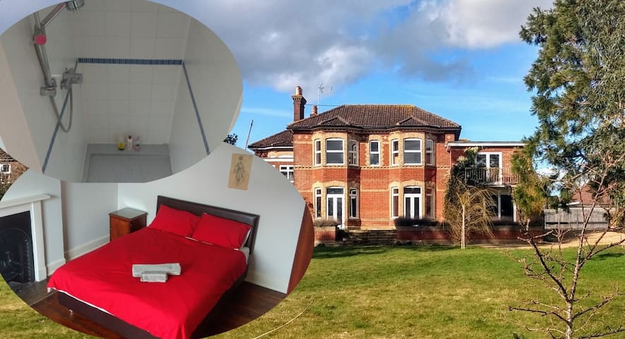 Comfy space, walk-in shower, Sussex heritage villa
