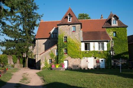 Manoir La Grand ' Cour - Campagne - Auvergne - Hus
