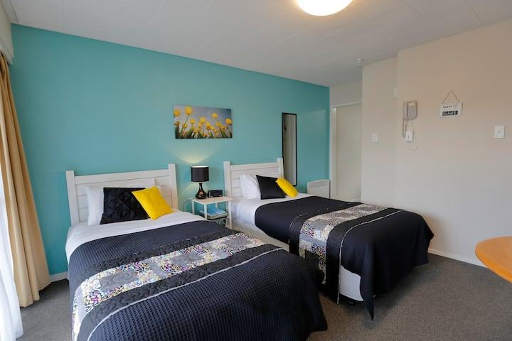 Twin Single Studio Apartment - Aden Motel