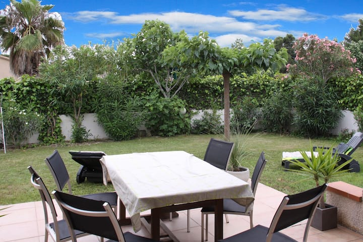Agréable Villa proche mer, 4 faces,  joli jardin