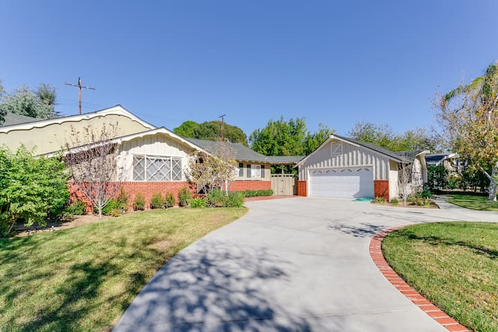 Entire private 3 bedroom ranch home with pool houses for rent in los angeles california for 3 bedroom house for rent los angeles