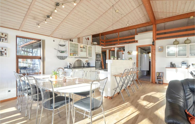 Holiday cottage with 4 bedrooms on 140m² in Ebeltoft