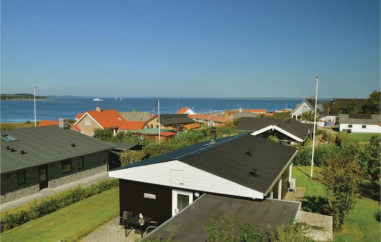 Holiday cottage with 3 bedrooms on 60 m² in Farsø