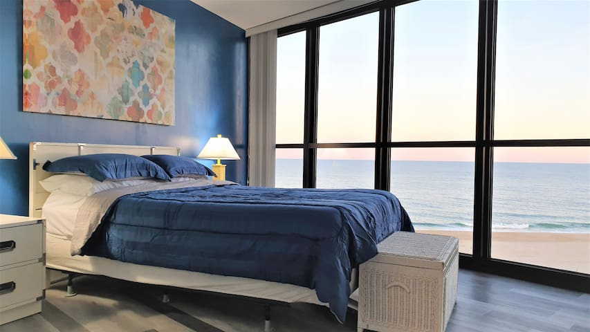 Direct Ocean-front 2 bd 1.5 ba condo, Golden Sands