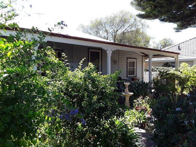 Geographe Guest House  'Country Feel'