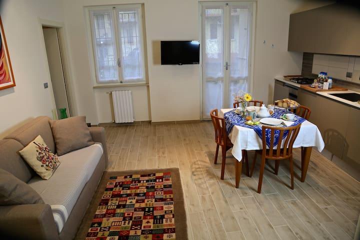 Da Edo e Giulia, appartamento in centro ad Asti - Asti - 公寓