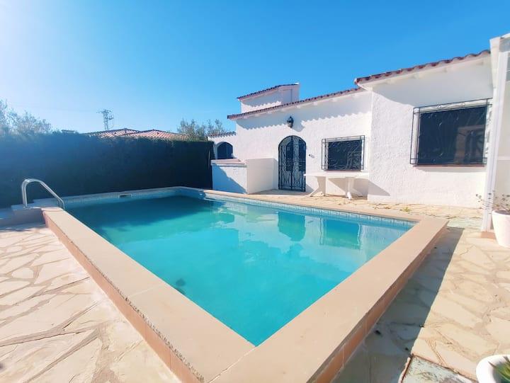 Villa 4 chambres proche de la mer Pisicne/WIFI