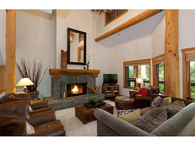 Whistler, Ski-in/Walk-out, Updated home, sleeps 11 - Whistler - Hus