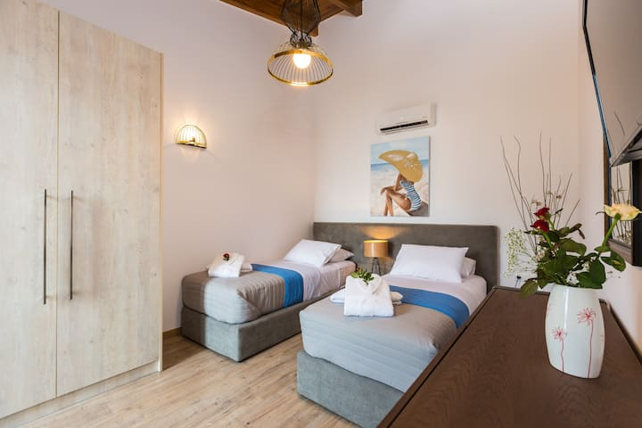 Bedroom with 2 single beds on the first floor