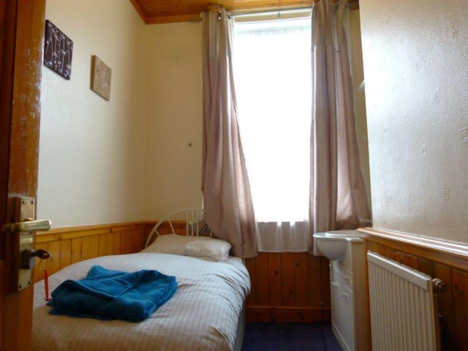 Room 5 single room with wash basin on 1st floor