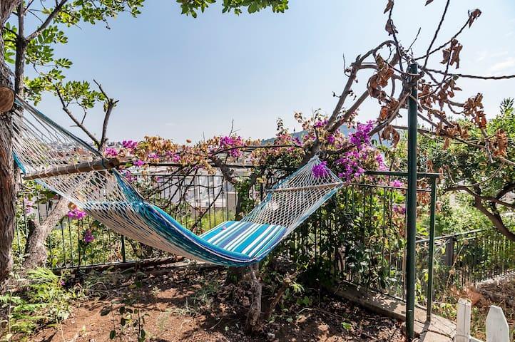 Casa agricola mediterranea mare giardino panorama
