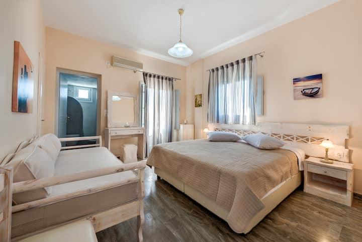 Triple room in Villa Aegeon No 5