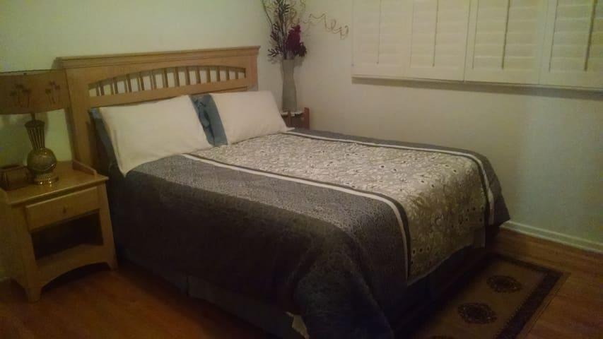 Main floor bedroom #1 (Queen size bed)