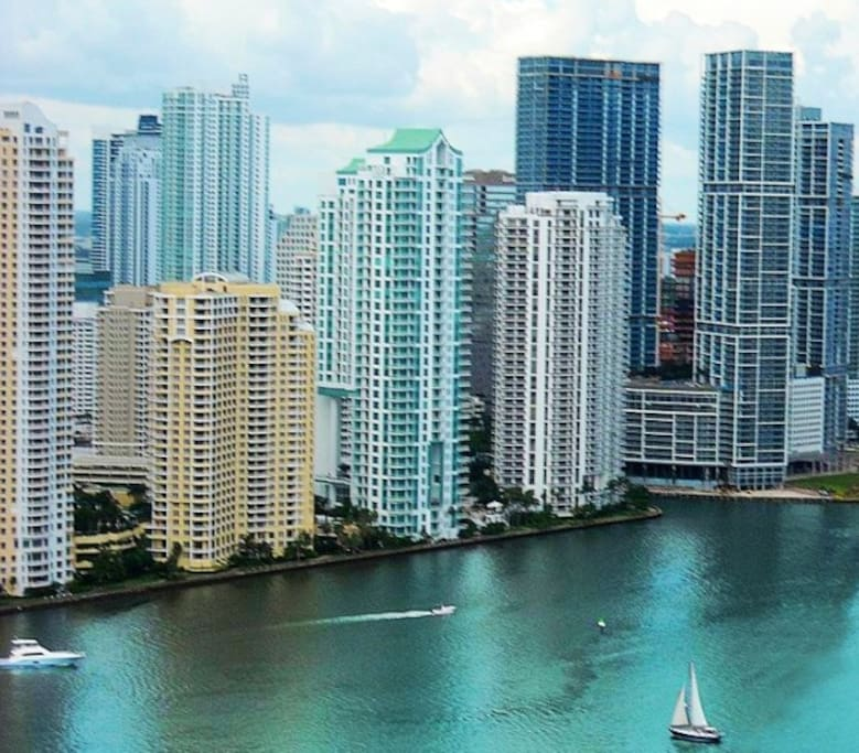 Brand new downtown brickell condo condominiums for rent for Brickell house