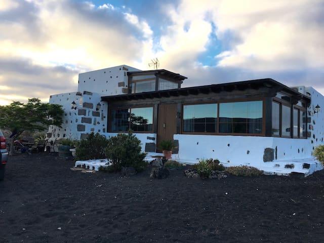 Lanzarote *Volcanica* Villa - Montaña Blanca - Villa
