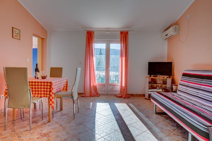 One Bedroom Apartment With Balcony & Sea View 3