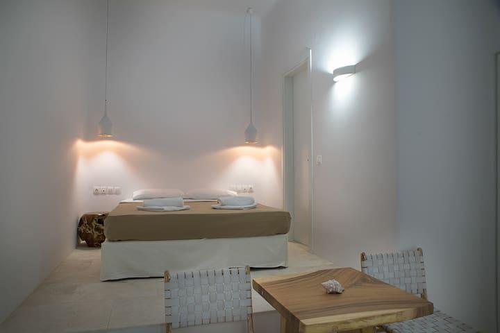 Anthis Villas - Theseus Luxury Room