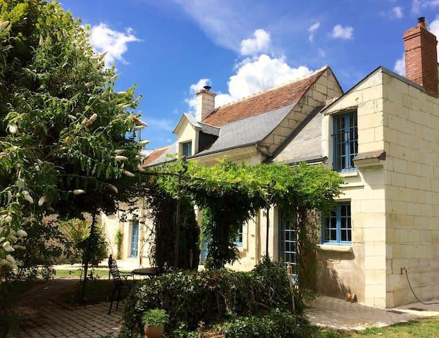 Chambre d'Hôte à Bréhemont - Bréhémont - Guesthouse