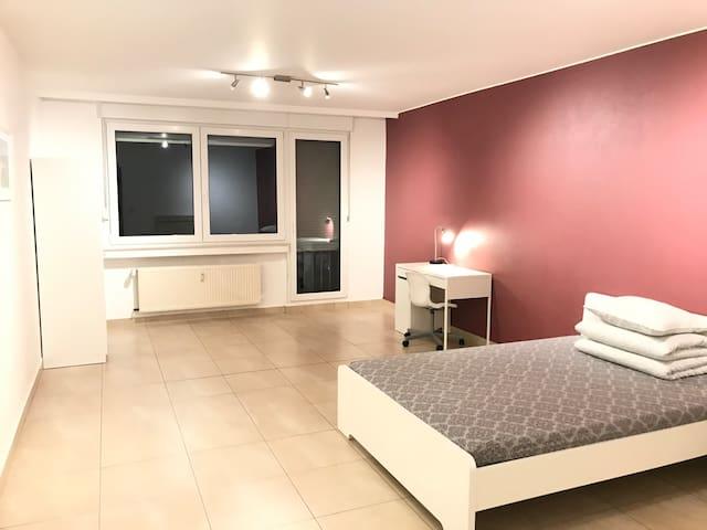 Perfect private room near city center