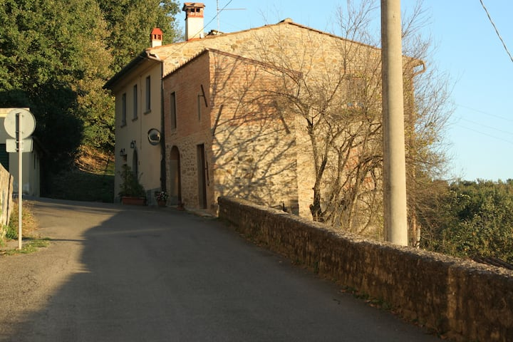 Rustic Tuscan country house finely restored