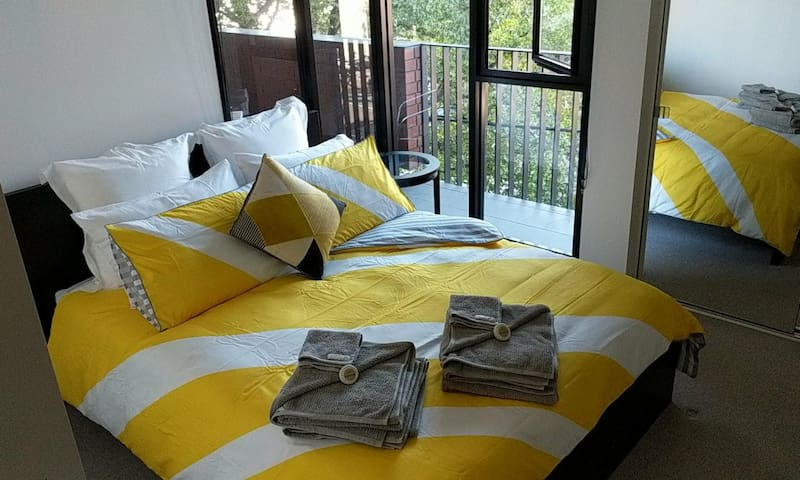 Near Melbourne Uni, Hospitals & CBD with en-suite
