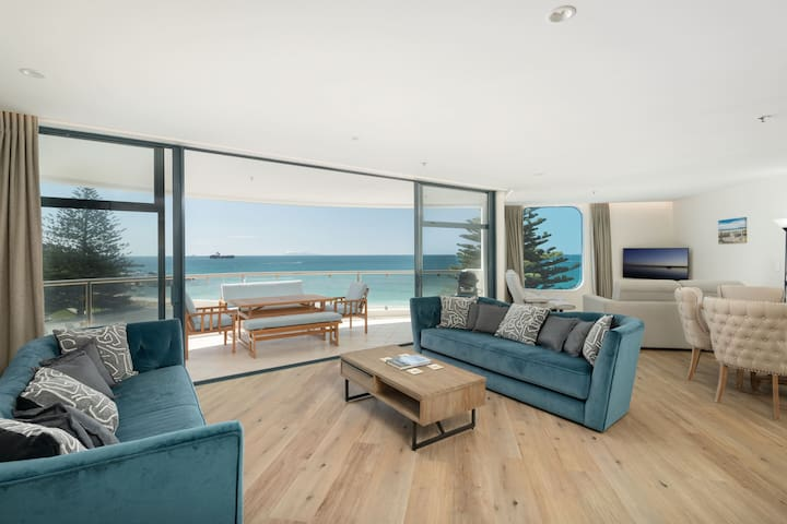 Oceanside Haven - Stunning views of Mauao, Main Beach and the Ocean