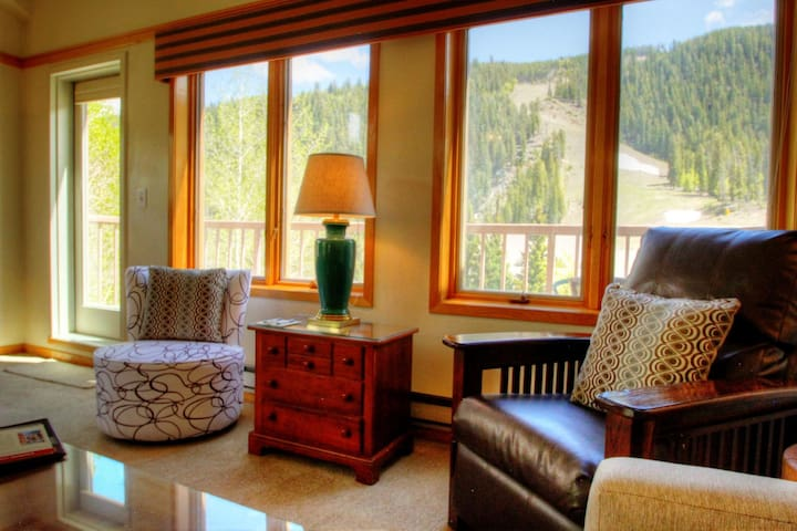 Huge 1 Bedroom Penthouse in Slopeside! Ski in Ski out! - Keystone - Ev