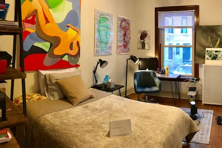 Lincoln Park Artistic Residence for Rent - Chicago