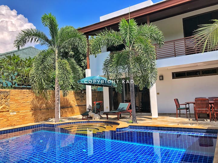 Beach house with pool 60 meters from beach.