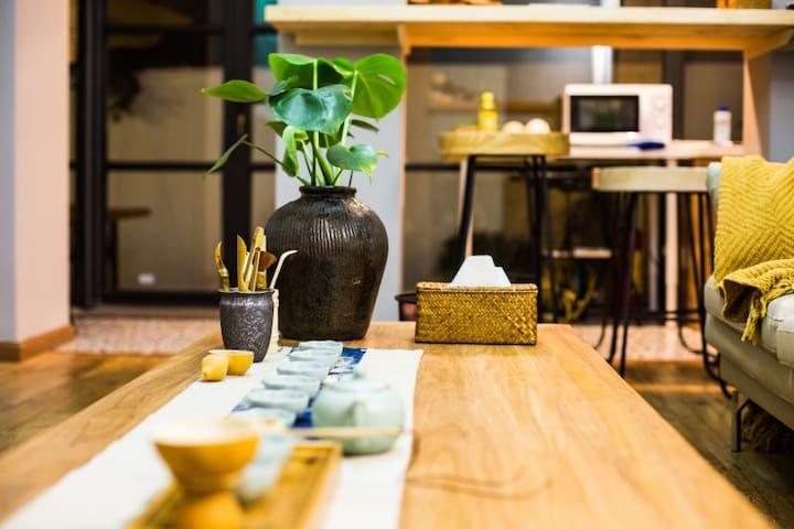 【西湖•对画】西湖边的暖心文艺寓居,三室二厅二卫带独立庭院,全屋地暖。西湖200米、地铁凤起路500米; - Hangzhou - Flat