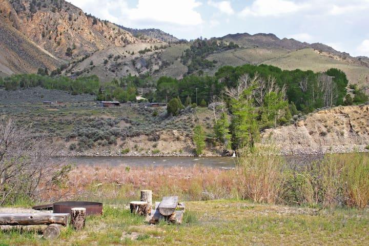 Riverside Home in Yellowstone--Pretty & Private - Gardiner - Hus