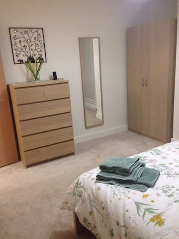 Luxury 1 Bed Apartment 20mins from Central London