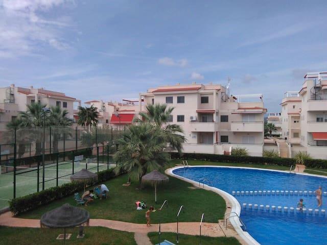 Apartamento en Alcossebre. Piscina, pádel y playa