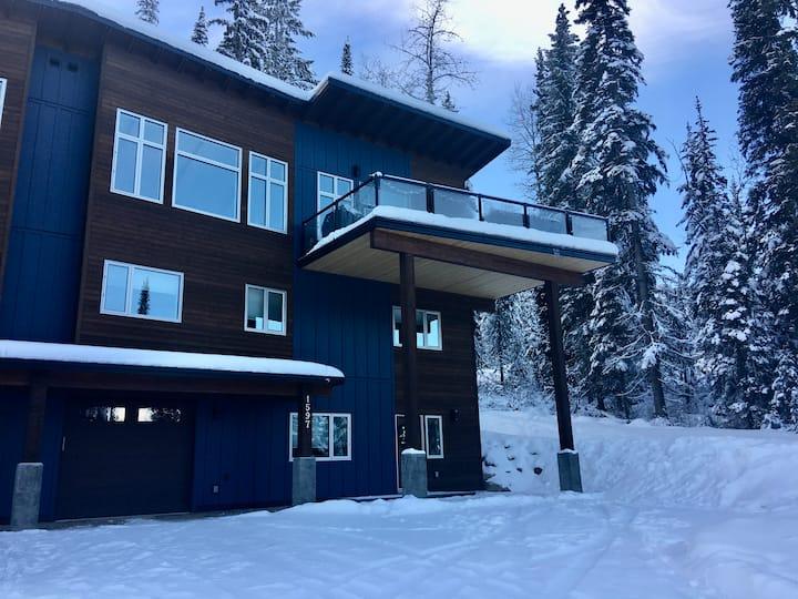 Cedars Hideout at Kicking Horse Mountain Resort