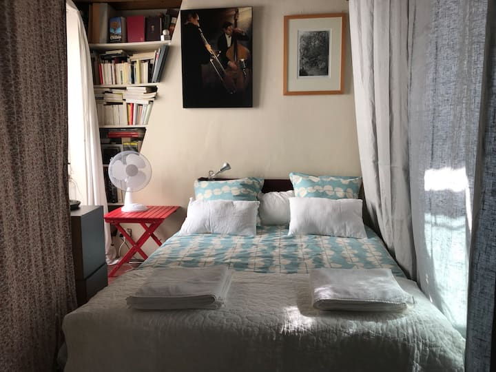 Le Marais: your room in a cute mini-Loft