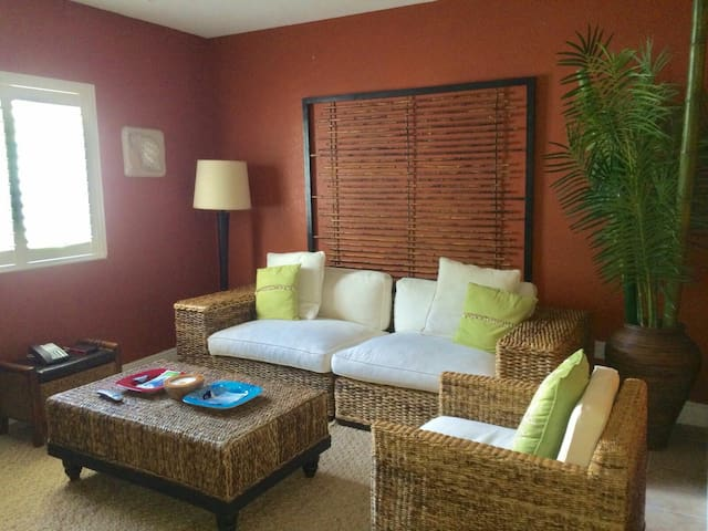 Beautiful Apartment Next to Beach - Bailey Town - Dom