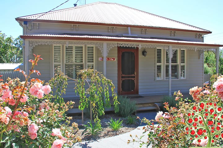 Apple Tree Cottage, Woodend / Macedon Ranges - Woodend - Rumah