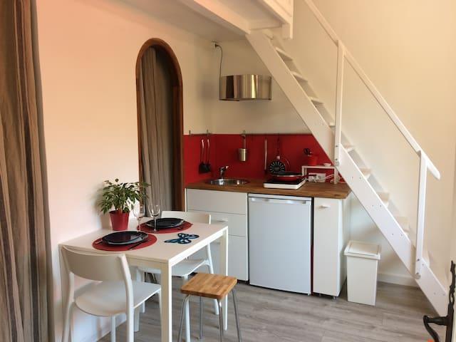 Studio indépendant avec jardin dans villa