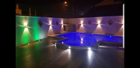 Bela casa de praia com piscina e churrasqueira