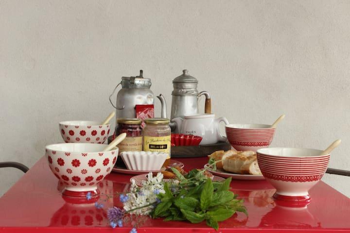 La Framboisine maison typique ! - Alleyrac - ที่พักพร้อมอาหารเช้า