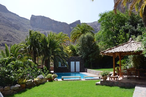 Cottage by the pool  HOLIDAYHOMES-GRANCANARIA